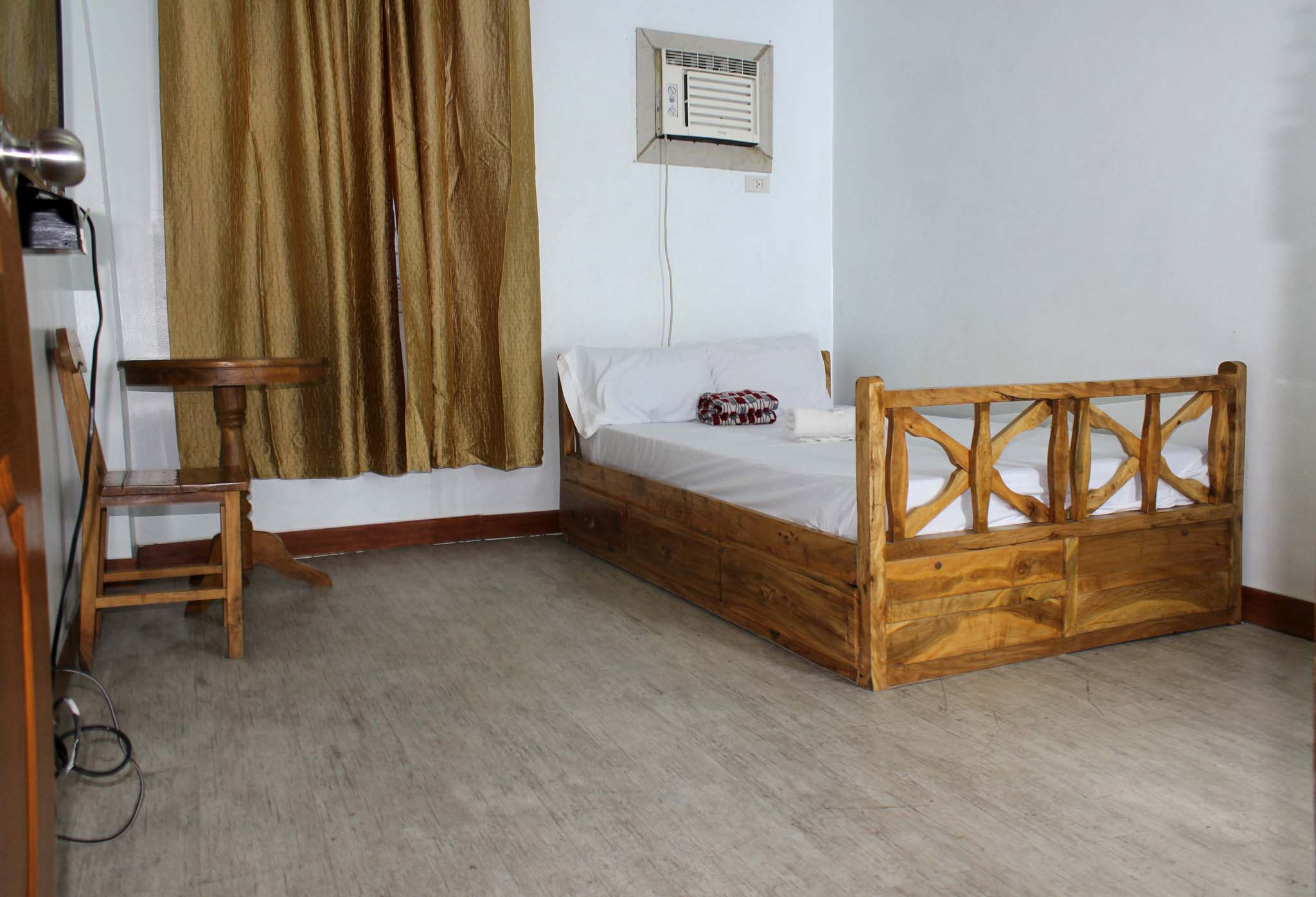 www.rooms498.com Budget, Cheap, Affordable Daily Monthly Room Rentals - Travel Inn, Student Dormitory, Hotel, Motel, Hostel, Houses Apartment Rooms for Rent with Aircon