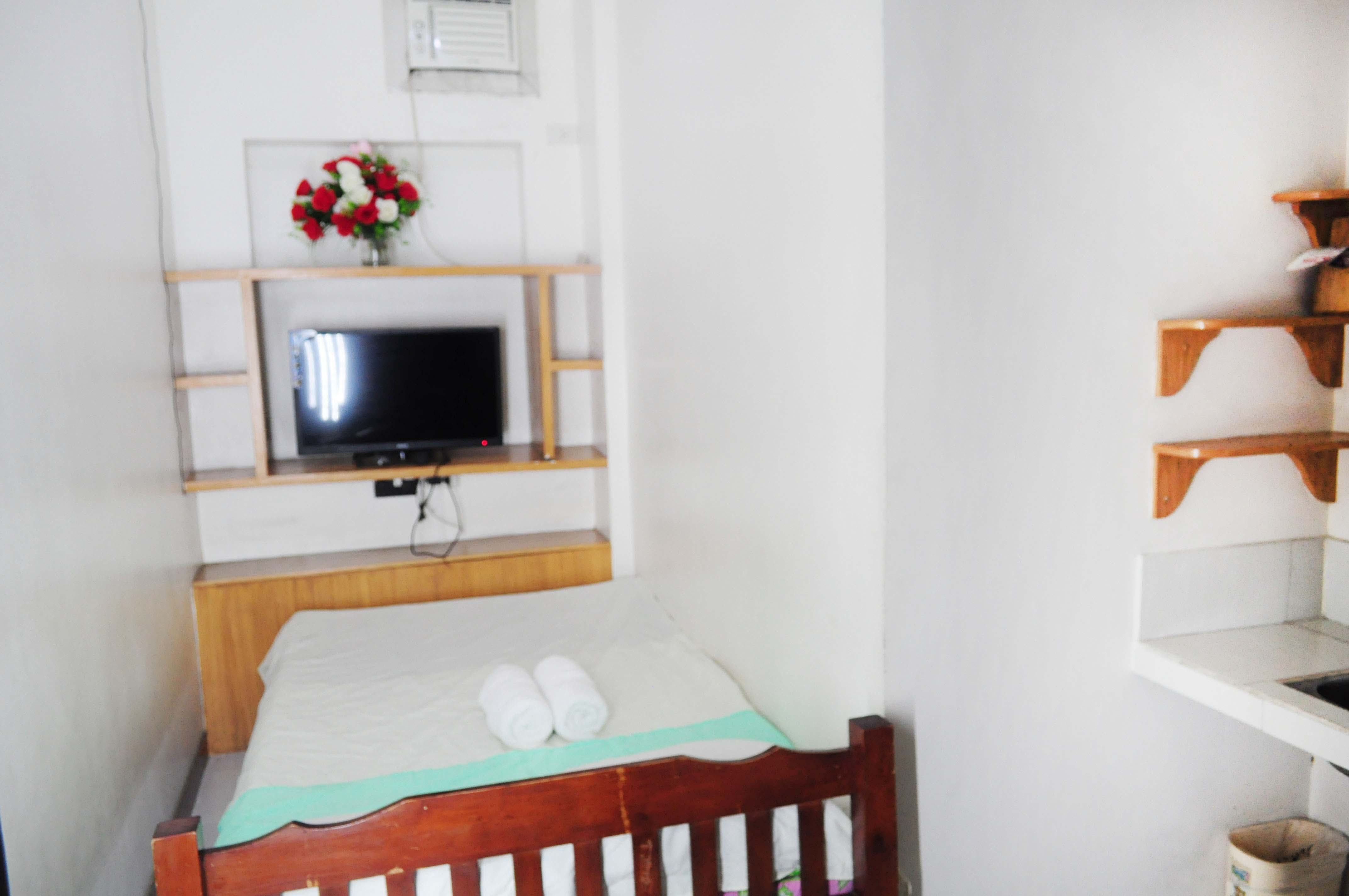 ww.rooms498.com Budget, Cheap, Affordable Daily Monthly Room Rentals - Travel Inn, Student Dormitory, Hotel, Motel, Hostel, Houses Apartment Rooms for Rent with Aircon